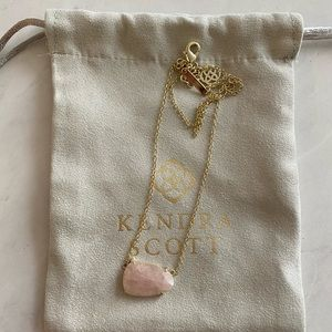 Kendra Scott Isla Pendant Necklace in Rose Quartz
